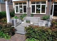 Voor en achtertuin van Rotterdams hoekhuis